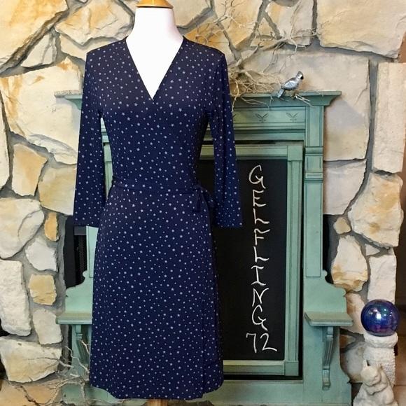 Banana Republic Factory Dresses & Skirts - Banana Republic Factory Star Print Wrap Dress
